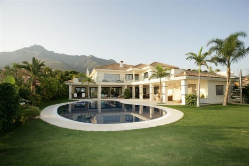 Epitome of Luxury in a Villa in Sierra Blanca