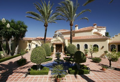 Priceless Waterfront Villa in Guadalmina Baja