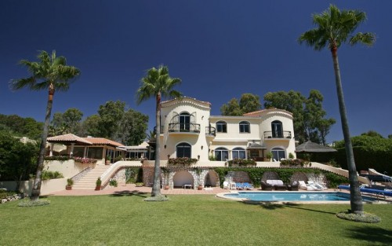 Villa en cotizada Ubicación en 1a linea de Playa, Guadalmina Baja