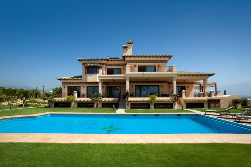 Villa with panoramic sea views in La Alqueria, Benahavis