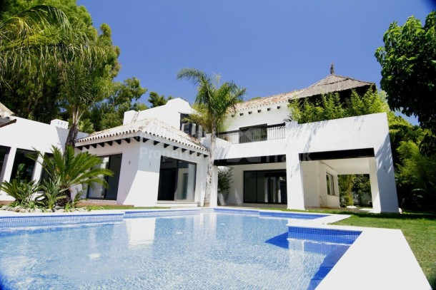 Modern villa for sale in Marbella East