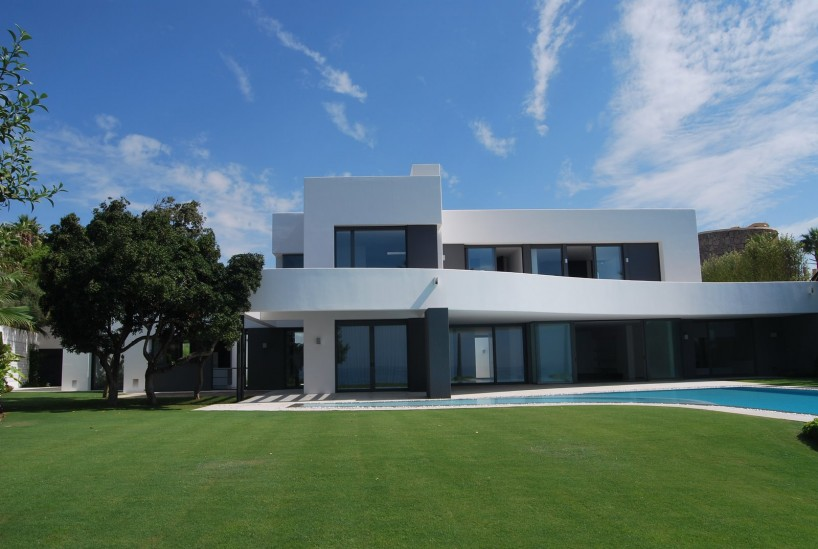Newly completed villa in exclusive Los Monteros