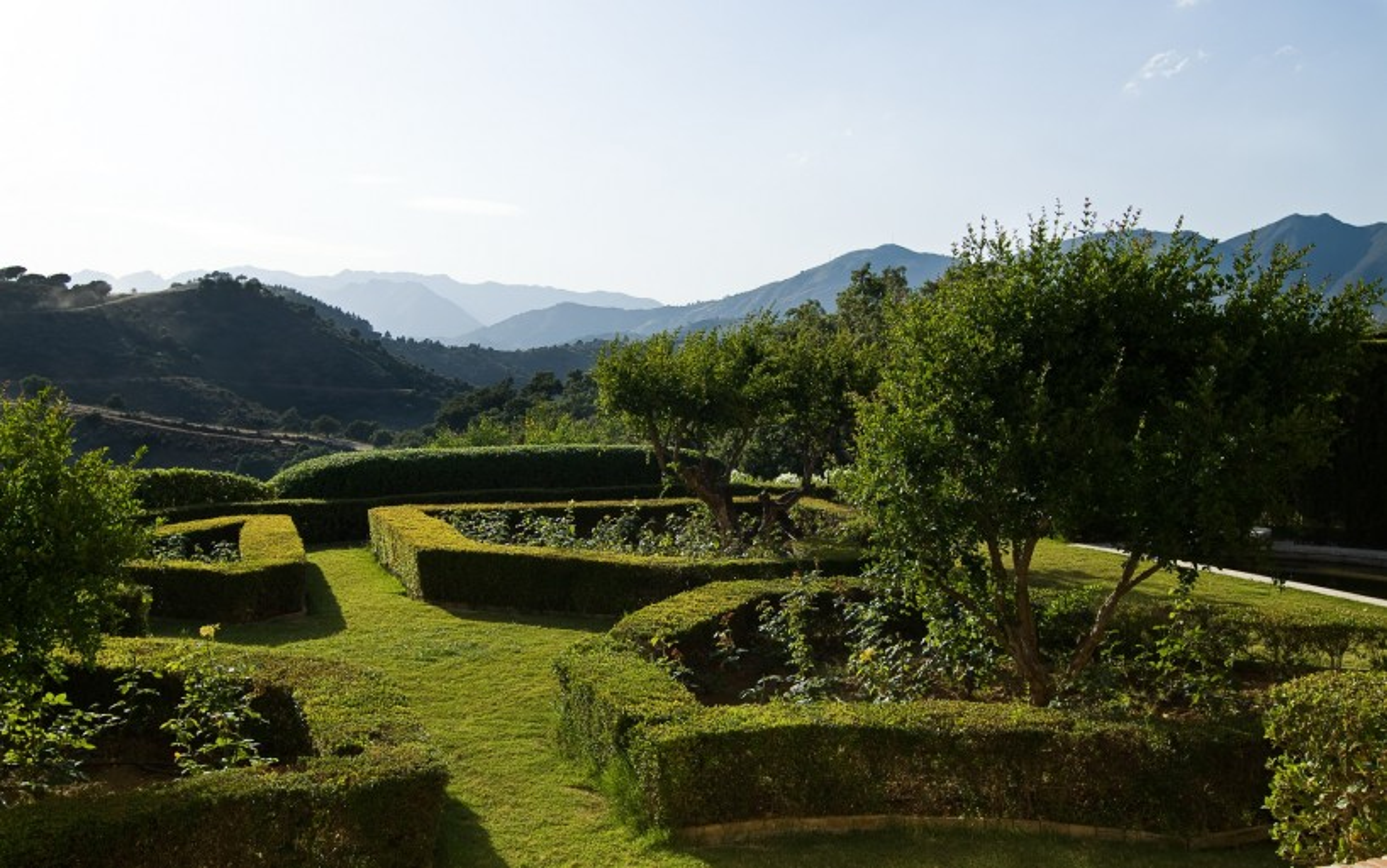 Property garden in La Mairena Marbella