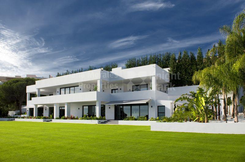 Contemporary Elegance, Villa for sale in Nueva Andalucia