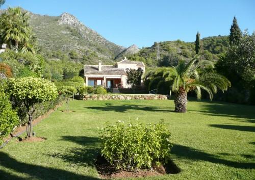 Encantadora Villa situada en Cascada de Camoján de Marbella