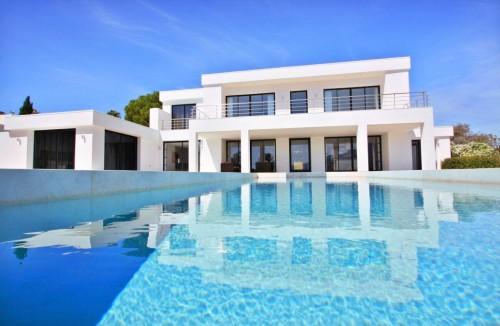 Arquitectura moderna vs tradicional en marbella costa del sol - Diana morales inmobiliaria ...