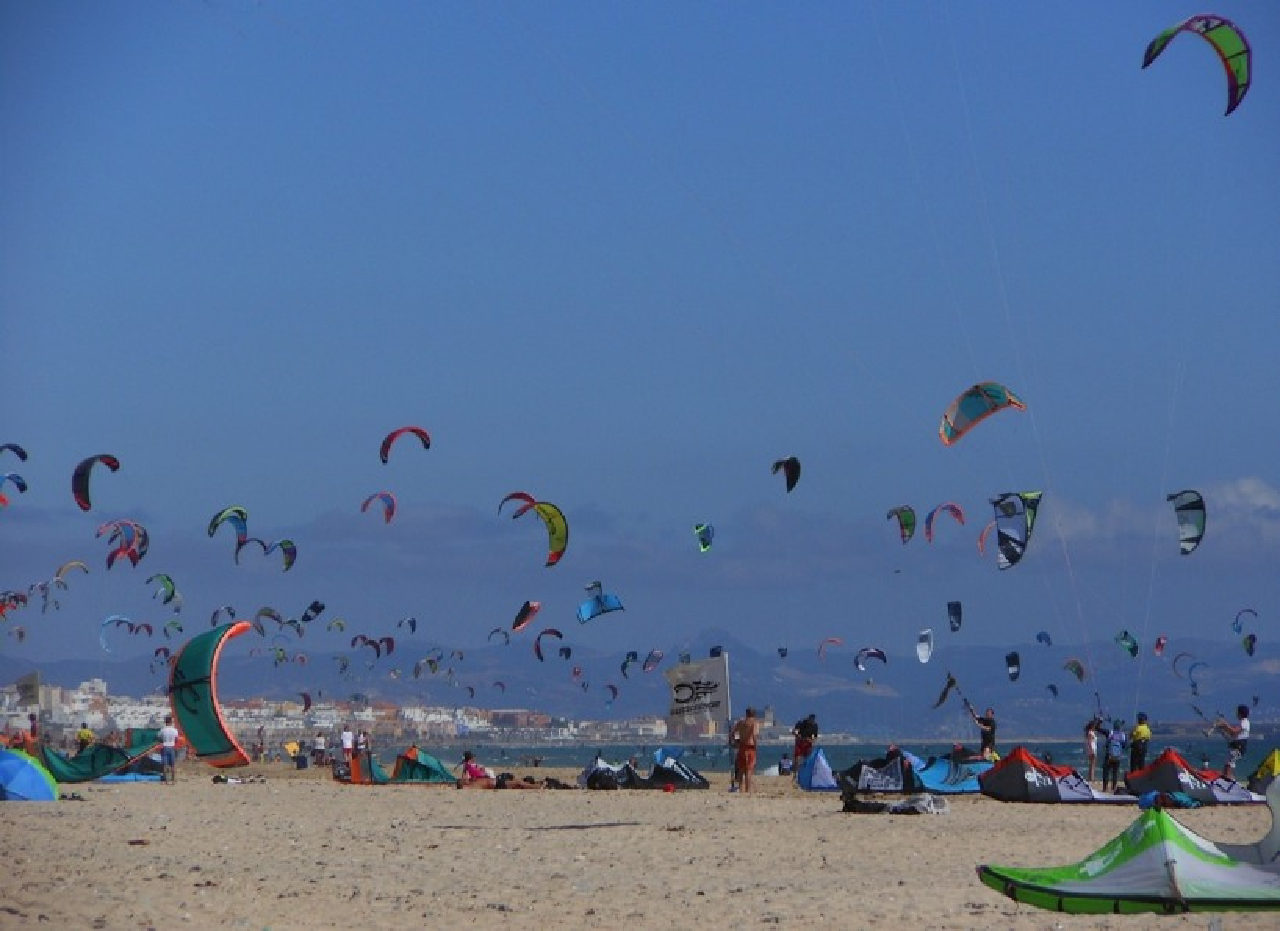 Kitesurfing in Tarifa by Roberto Quintana