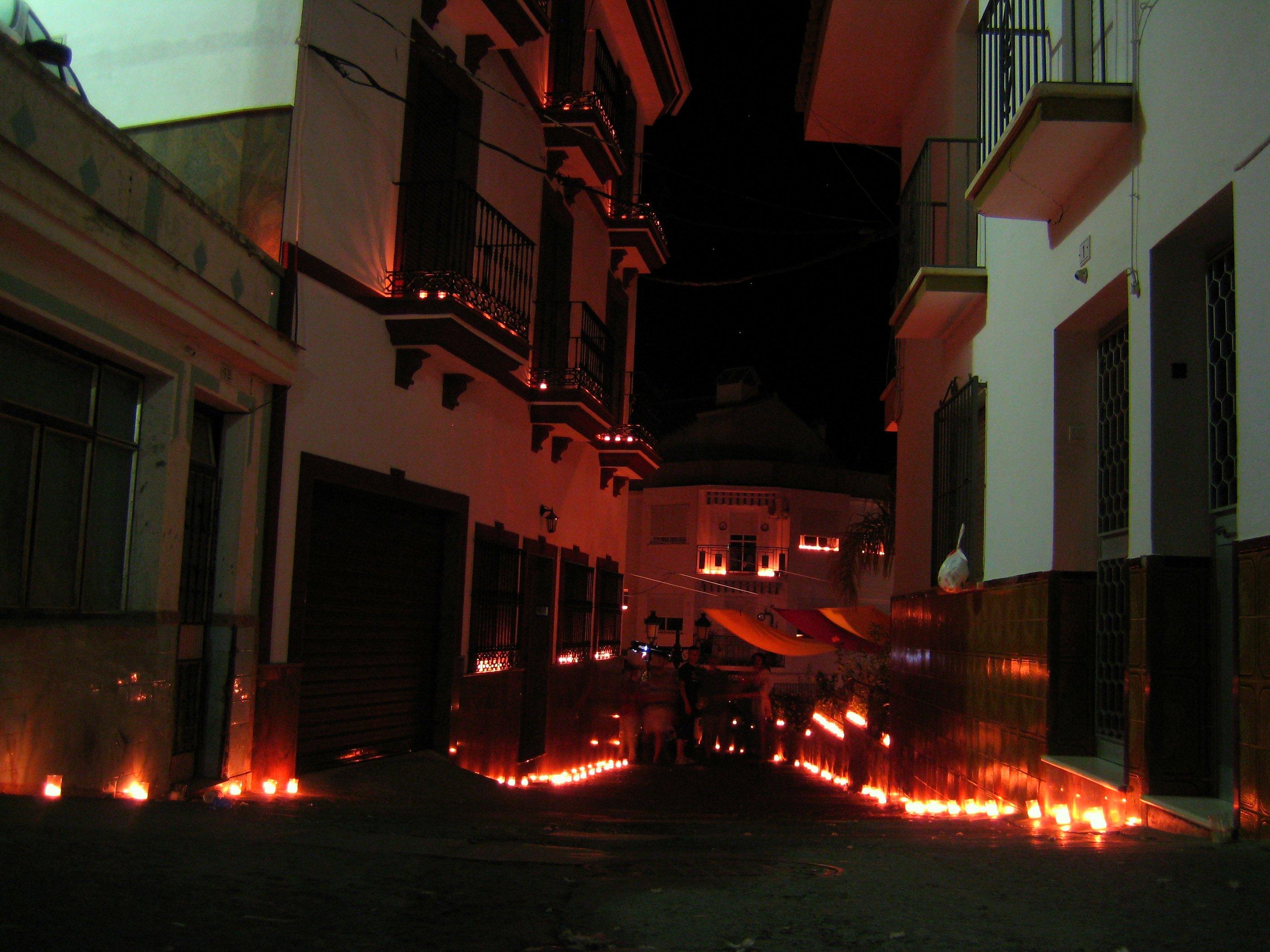 Luna Mora, Guaro