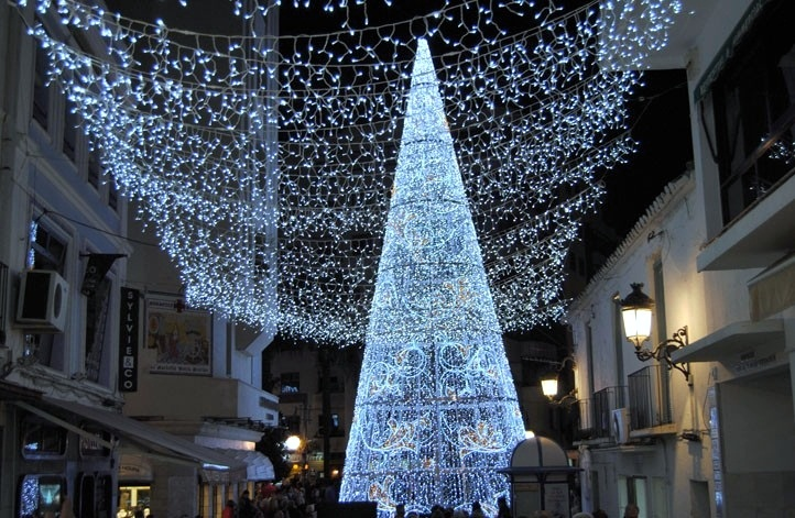 Capture the charm of Marbella Old Town at Christmas