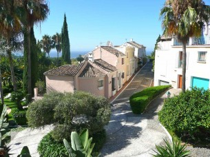 Luxurious Town House for rent in Marbella Hill Club