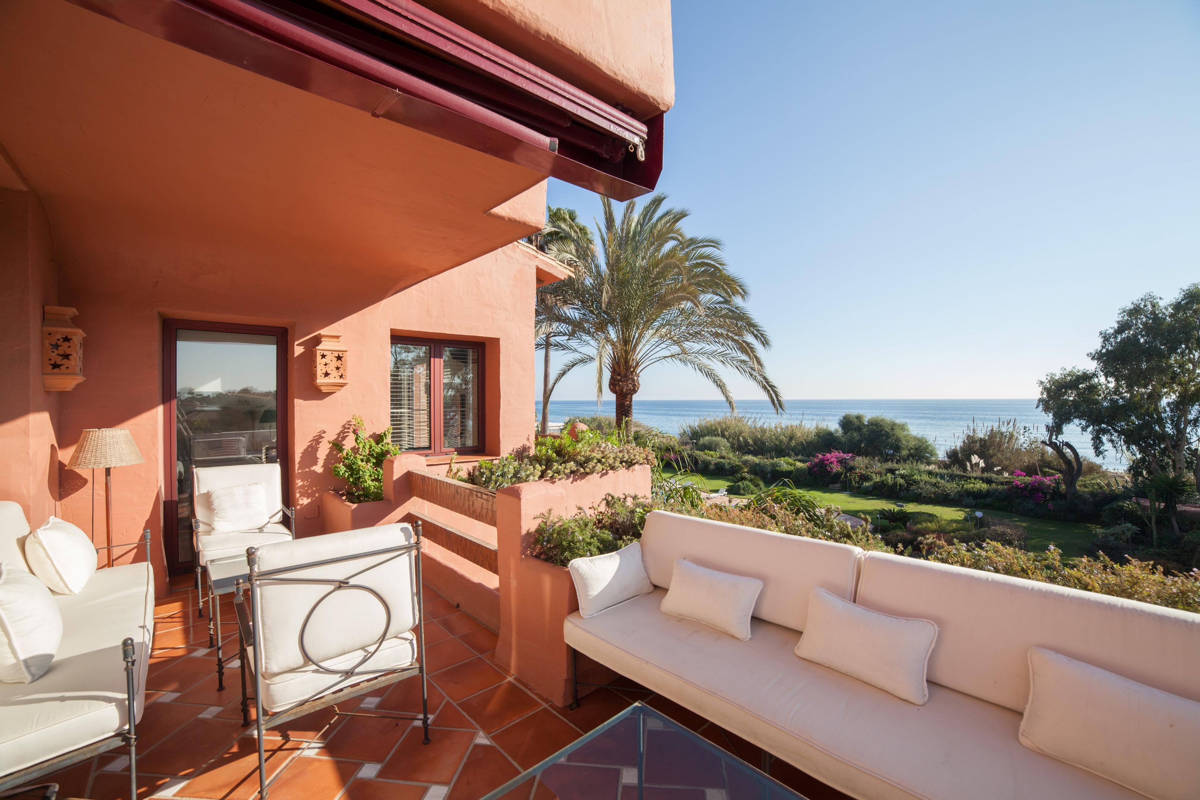 Выгодно ли иметь недвижимость в испании