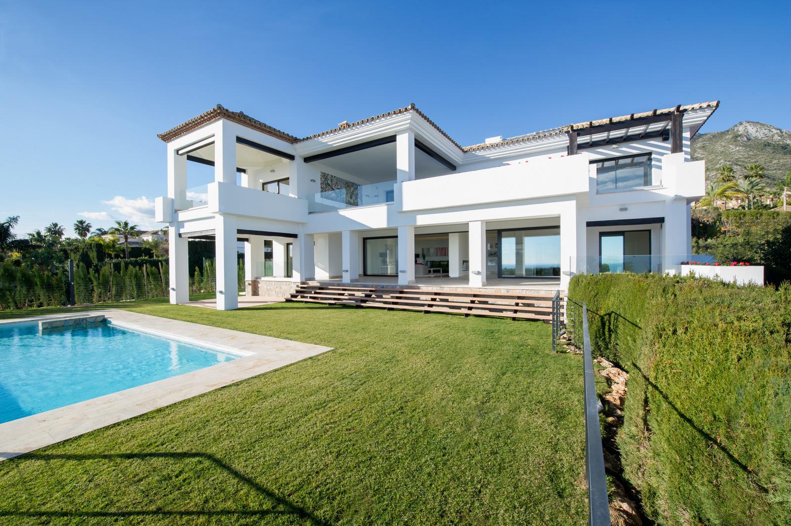 Modern Villa with Breathtaking Views in Sierra Blanca