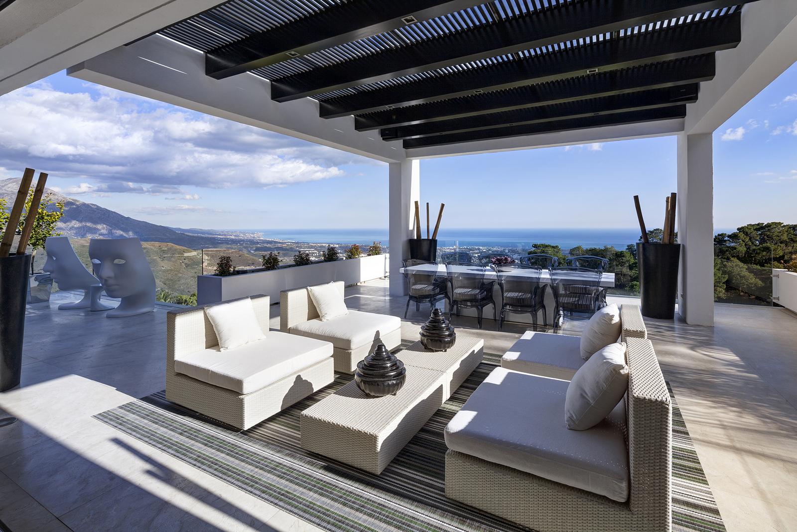 Vista Sureste de Marbella desde una Villa de Lujo