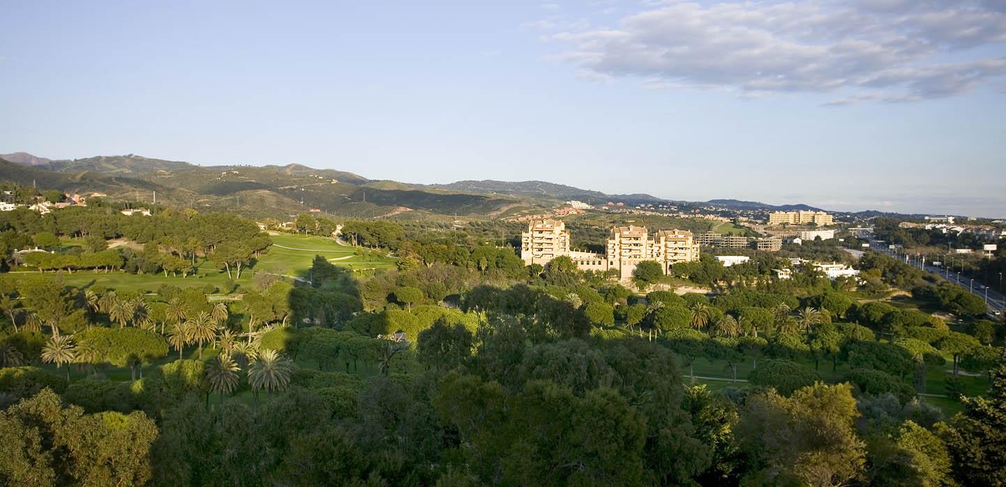 Los Monteros: Golf, Mar, Sol y Vistas a la Montaña