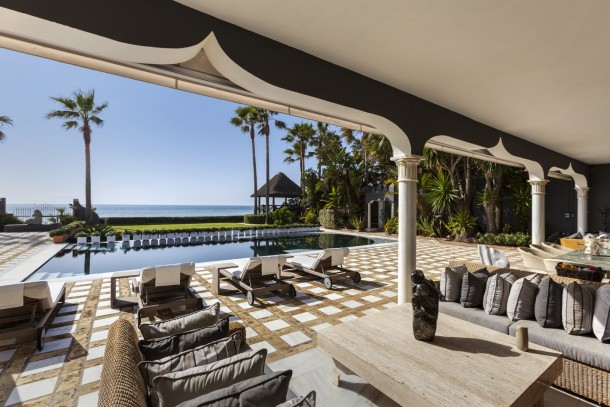 Sea Front Estate in Los Monteros, Marbella East