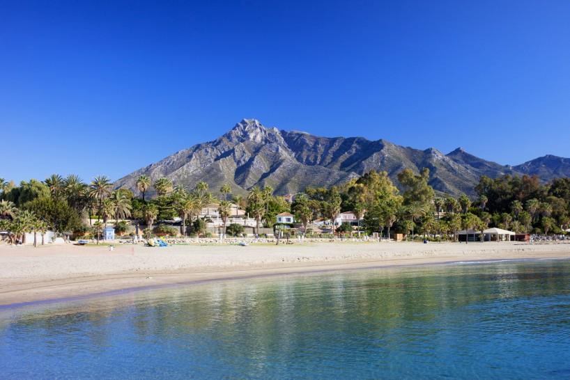 Marbella panoramica playa montaña