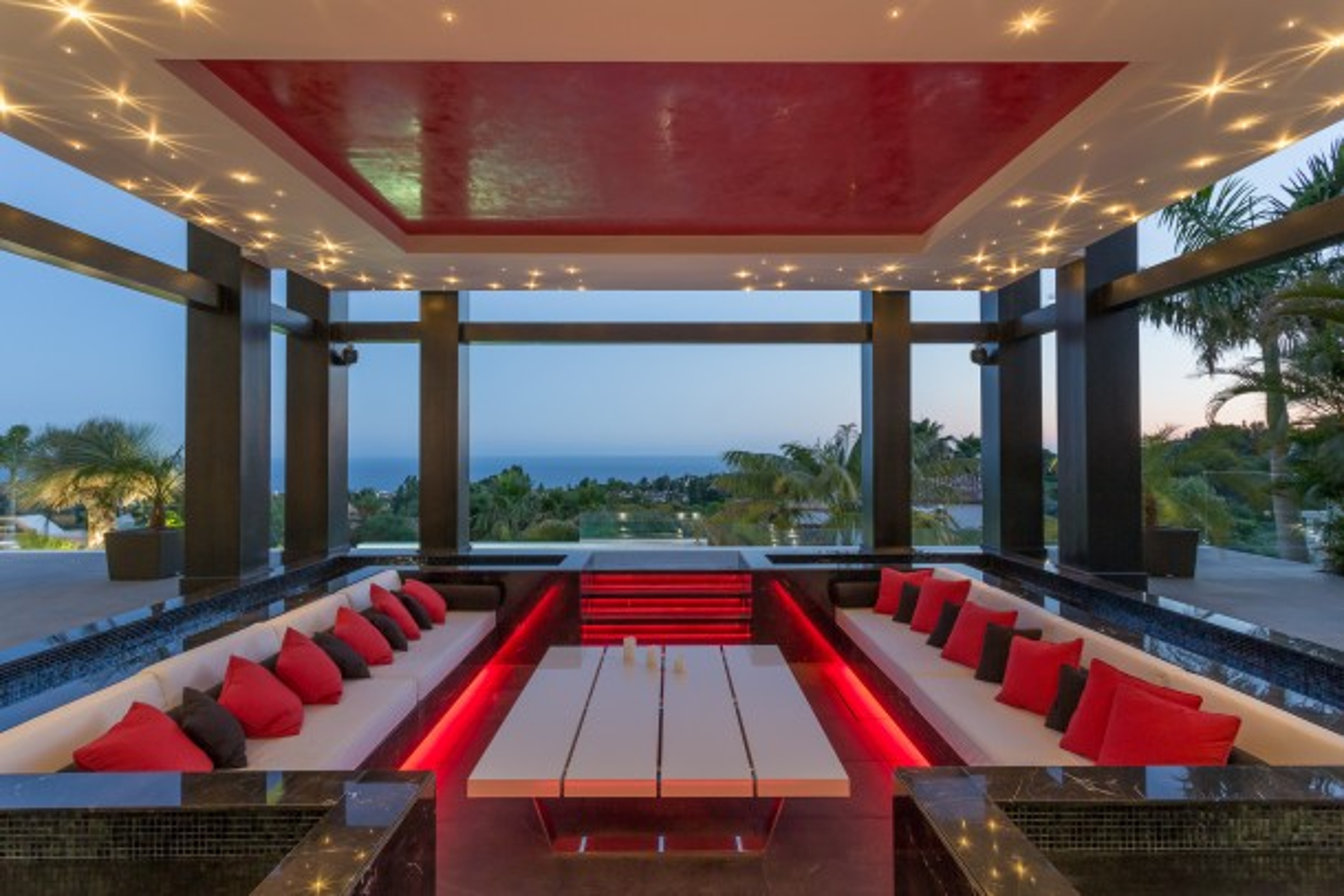 Porch table, Cascada de Camojan, Marbella Villa