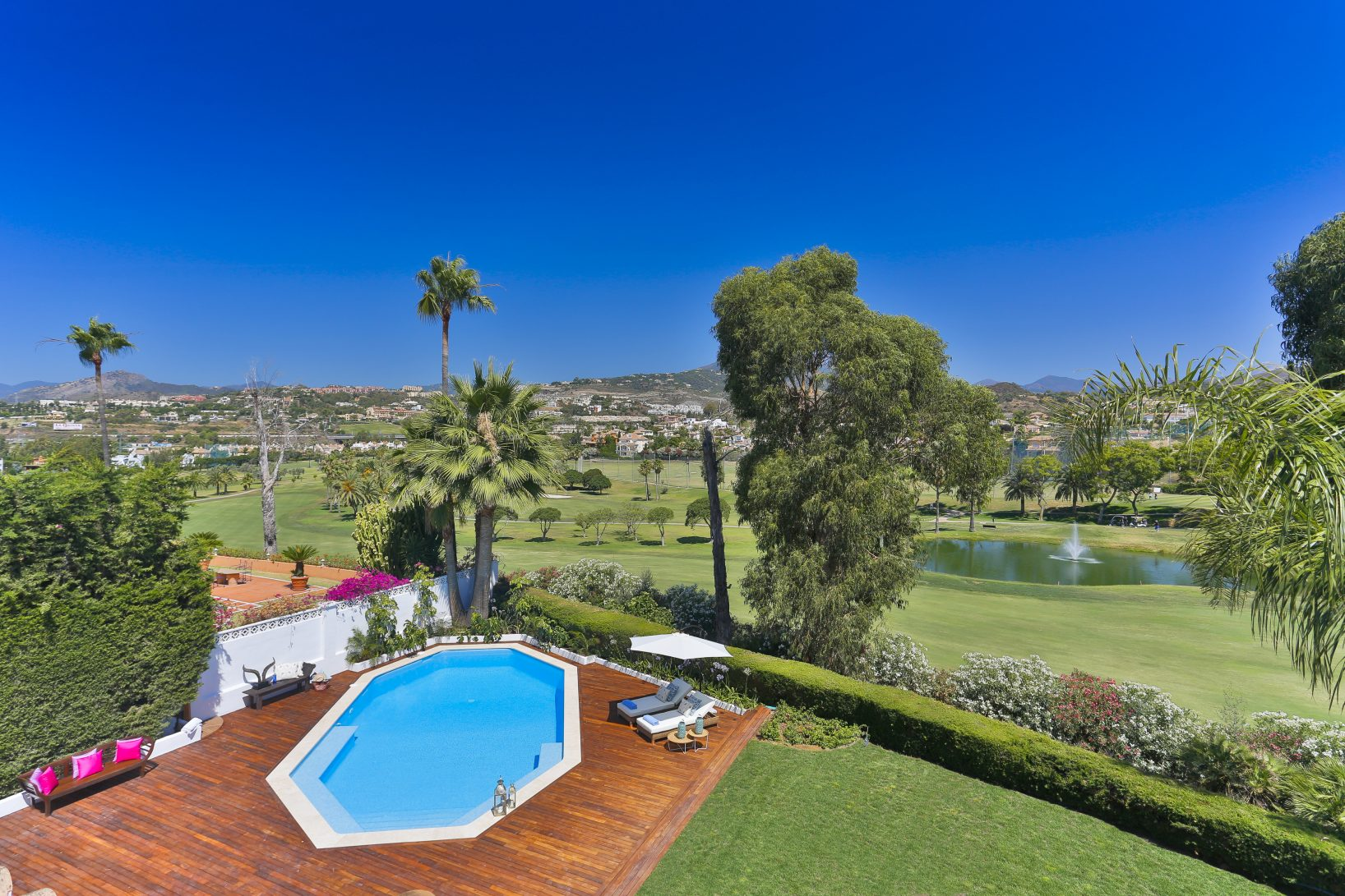 Stylish frontline golf villa facing Los Naranjos Golf course
