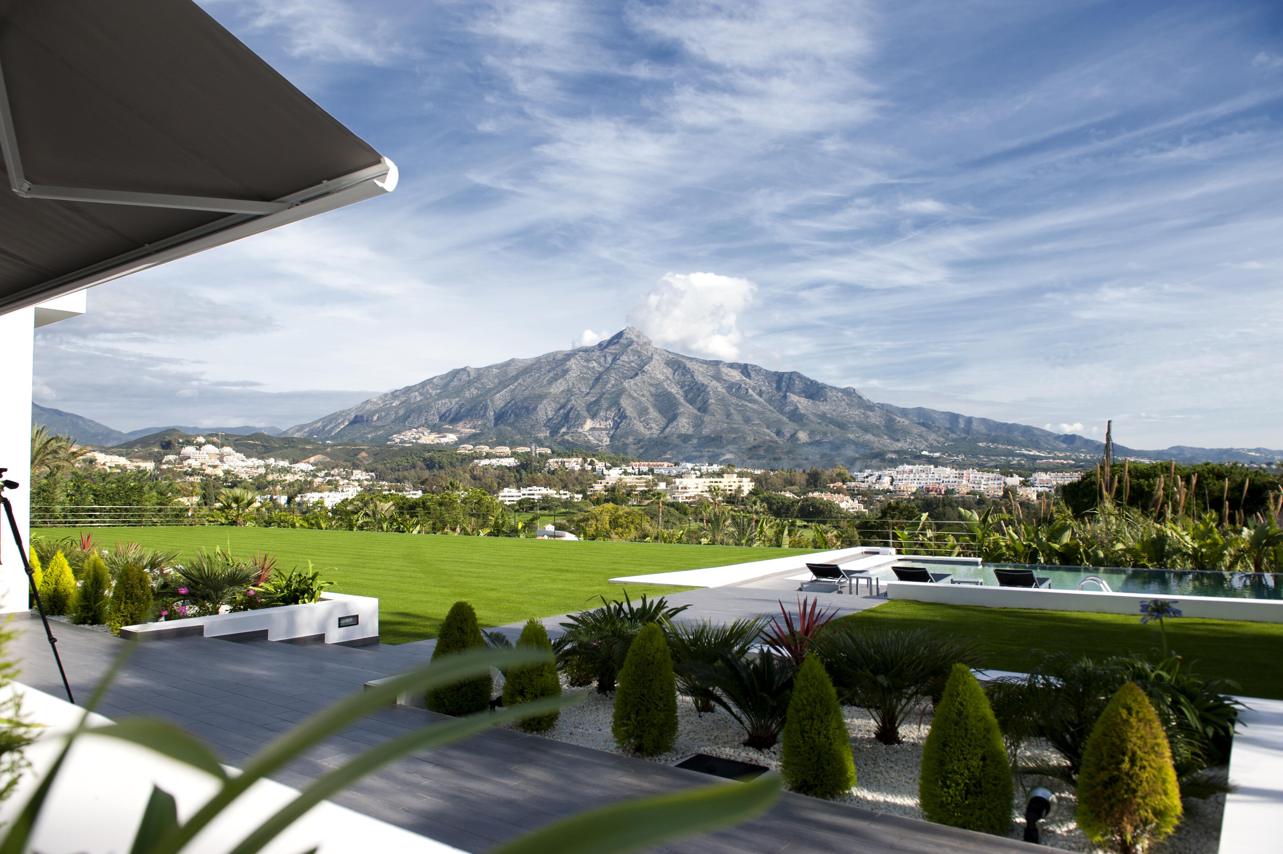 Nueva Andalucia: Campos de golf y villas de lujo