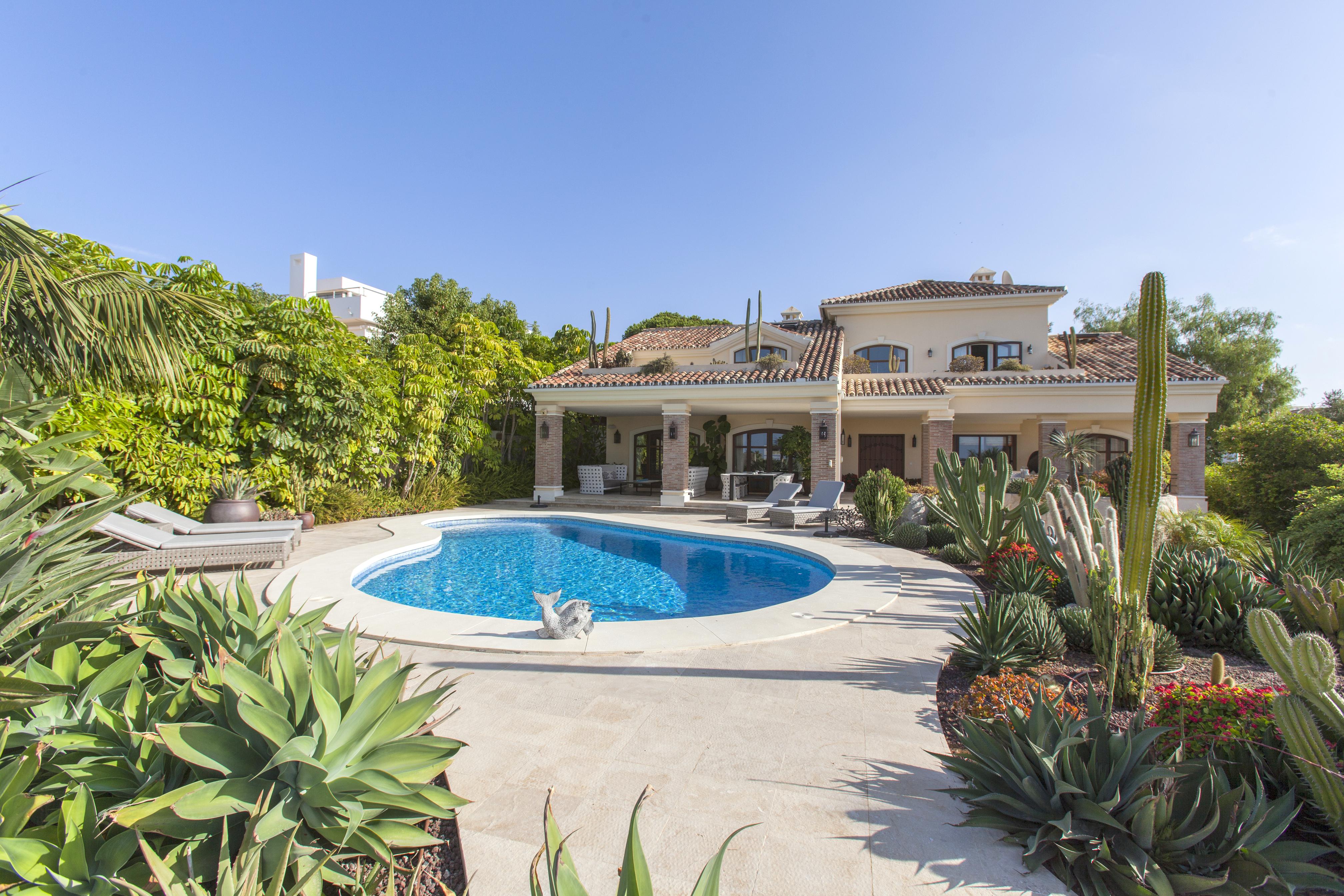 Fantastic villa with sea views in Las Chapas, Marbella East