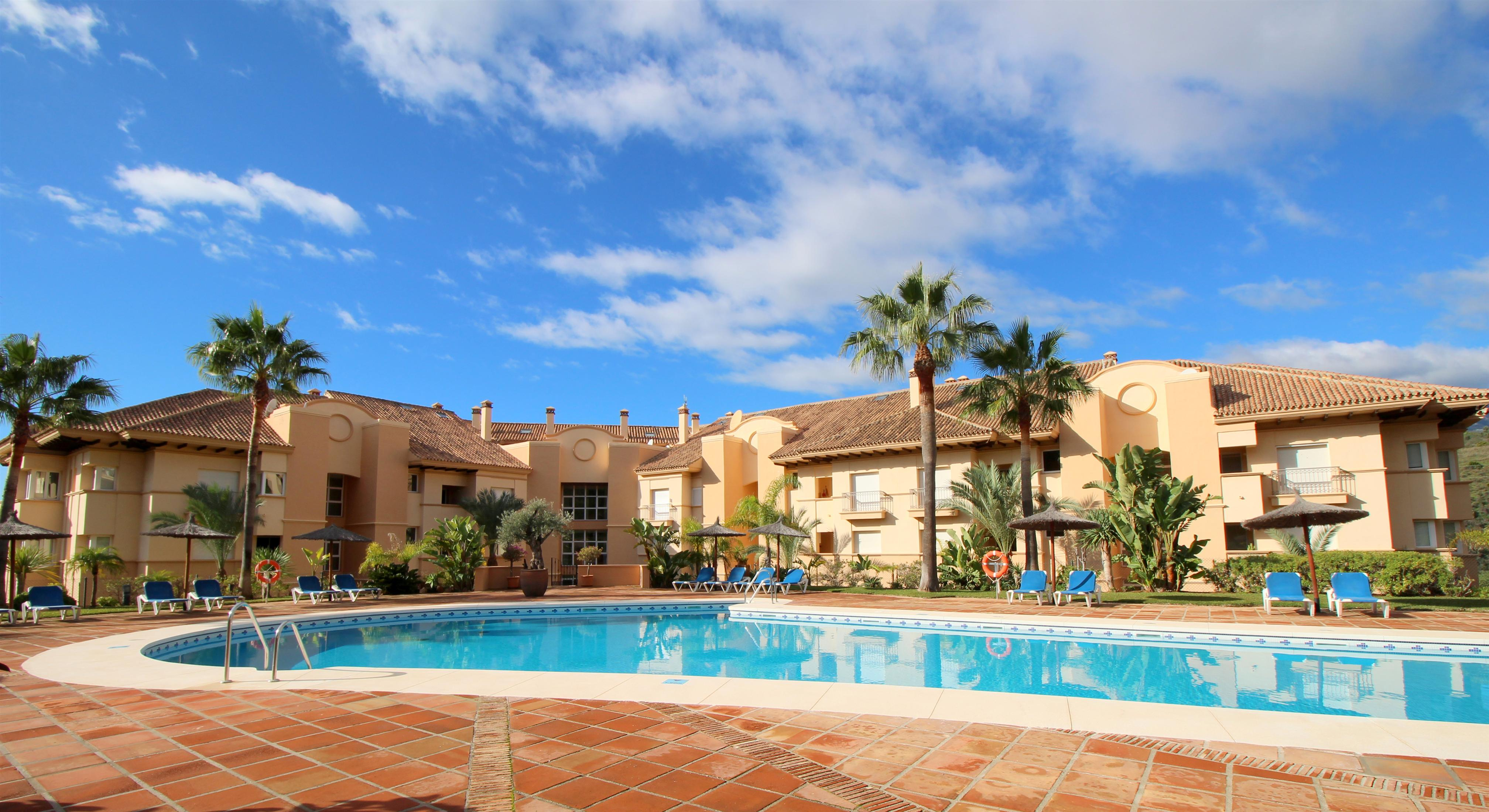 Outstanding apartment by the golf course at unbeatable price: 295.000€