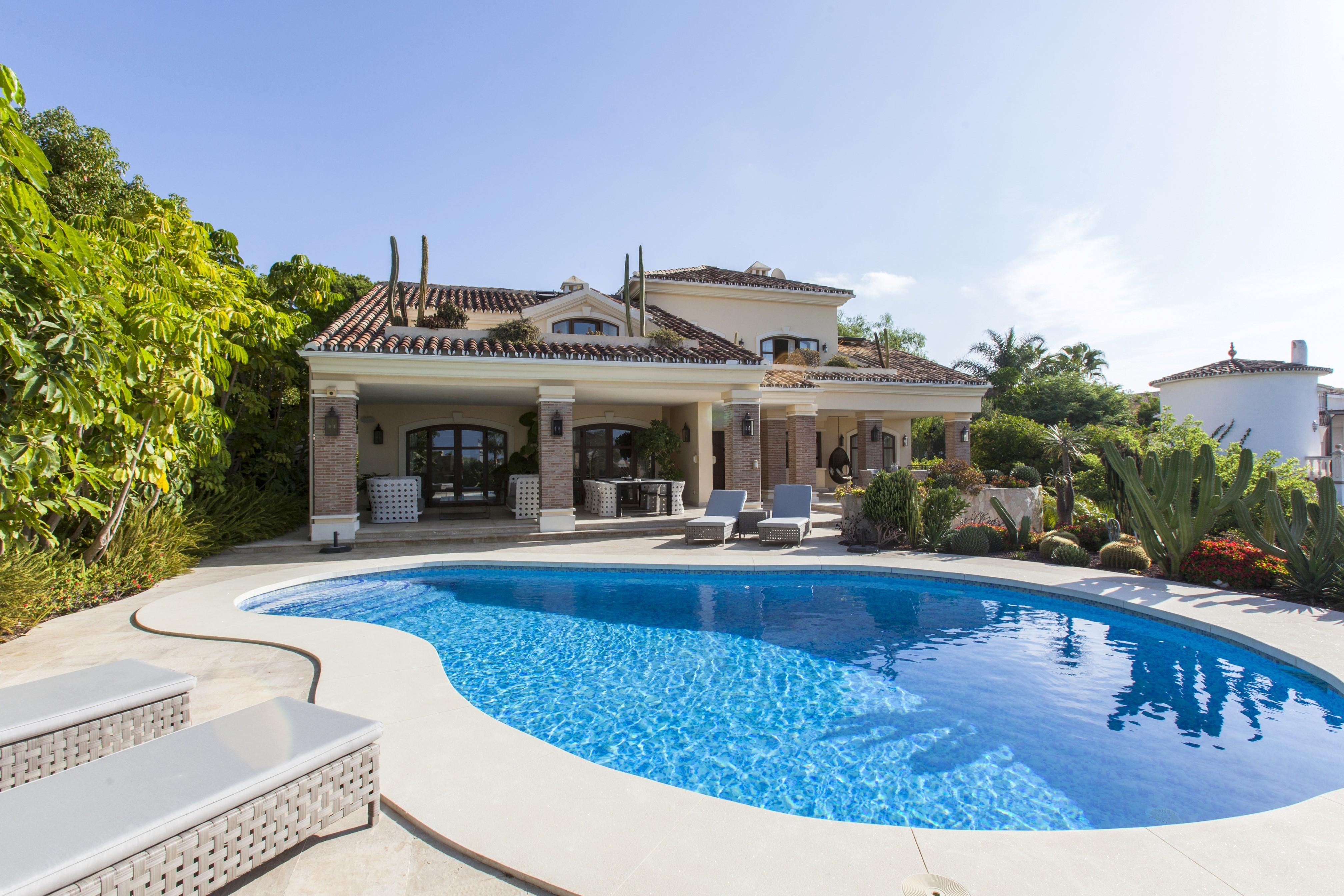 El encanto de las propiedades ubicadas al este de marbella - Diana morales inmobiliaria ...