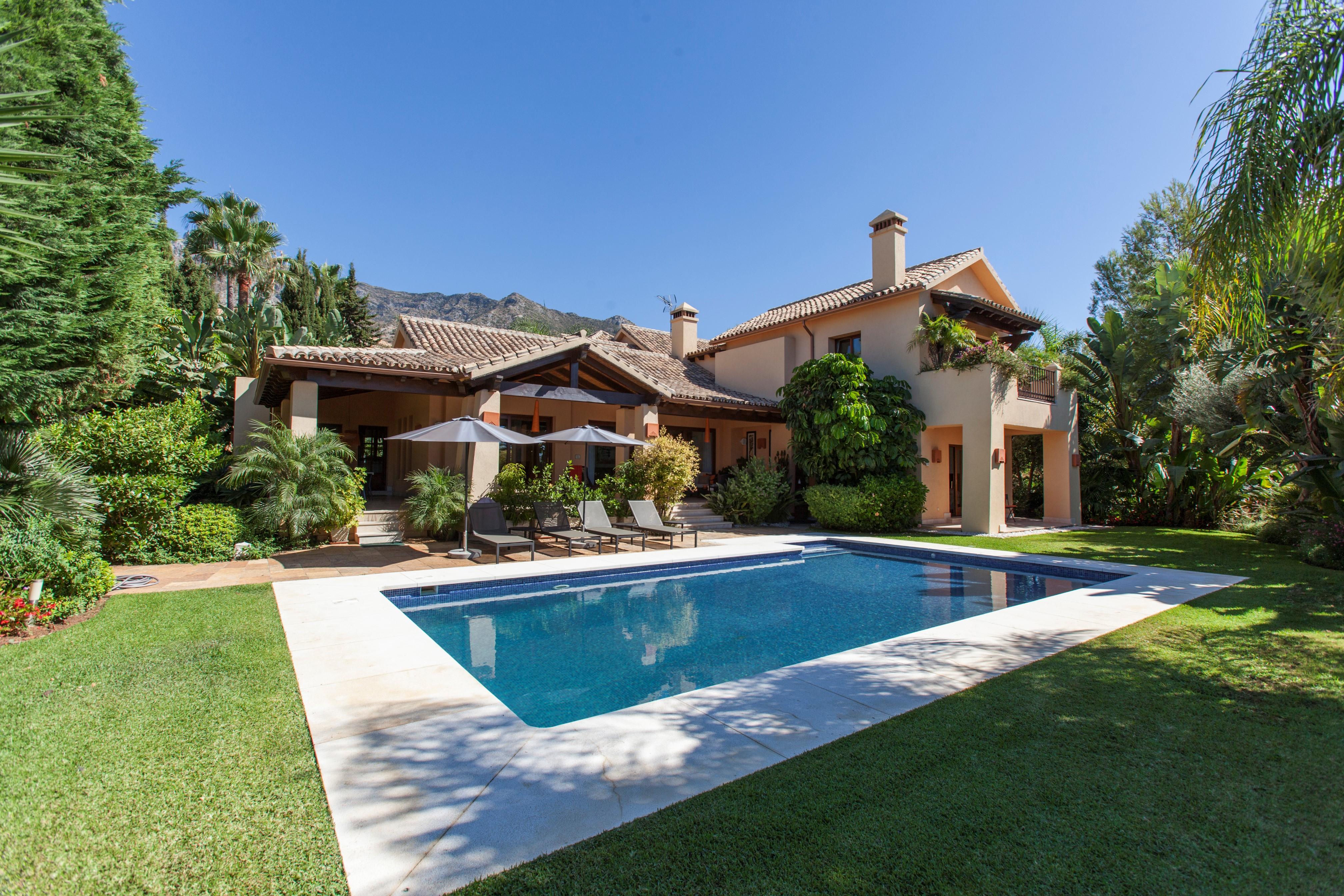 Impeccable Villa with Sea Views in Sierra Blanca 3.499.000€