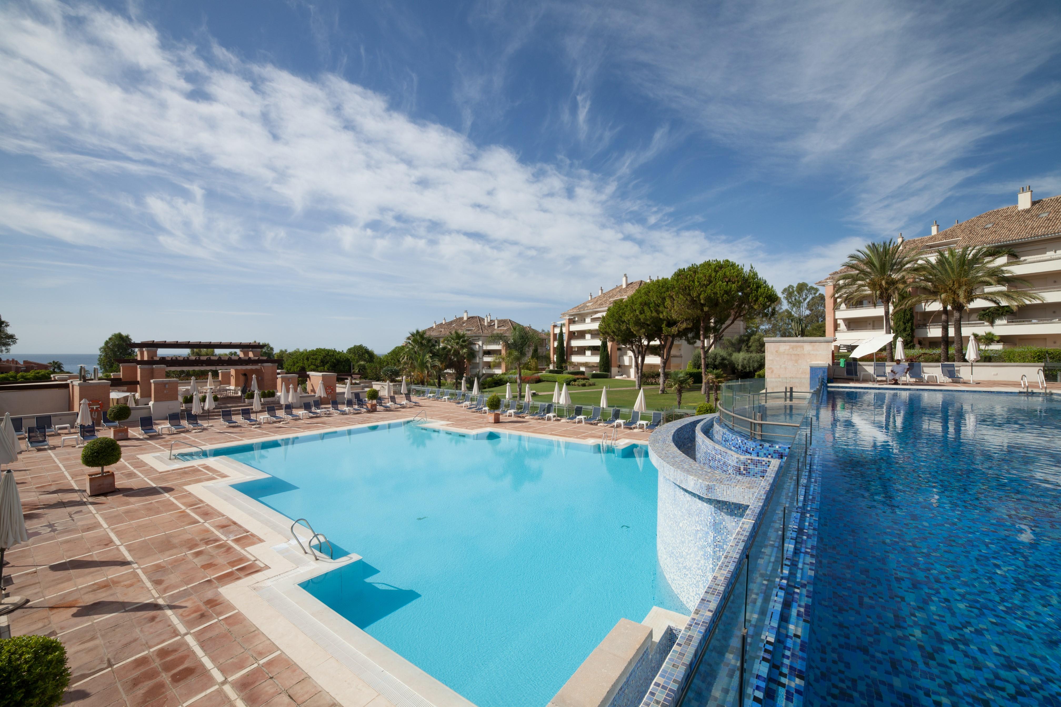 Excellent 3 bed apartment with sea views in gated complex. La Trinidad, Marbella