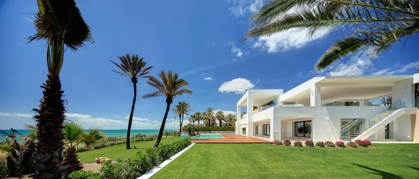 New Golden Mile, Stunning Beachfront Modern Property in Marbella West