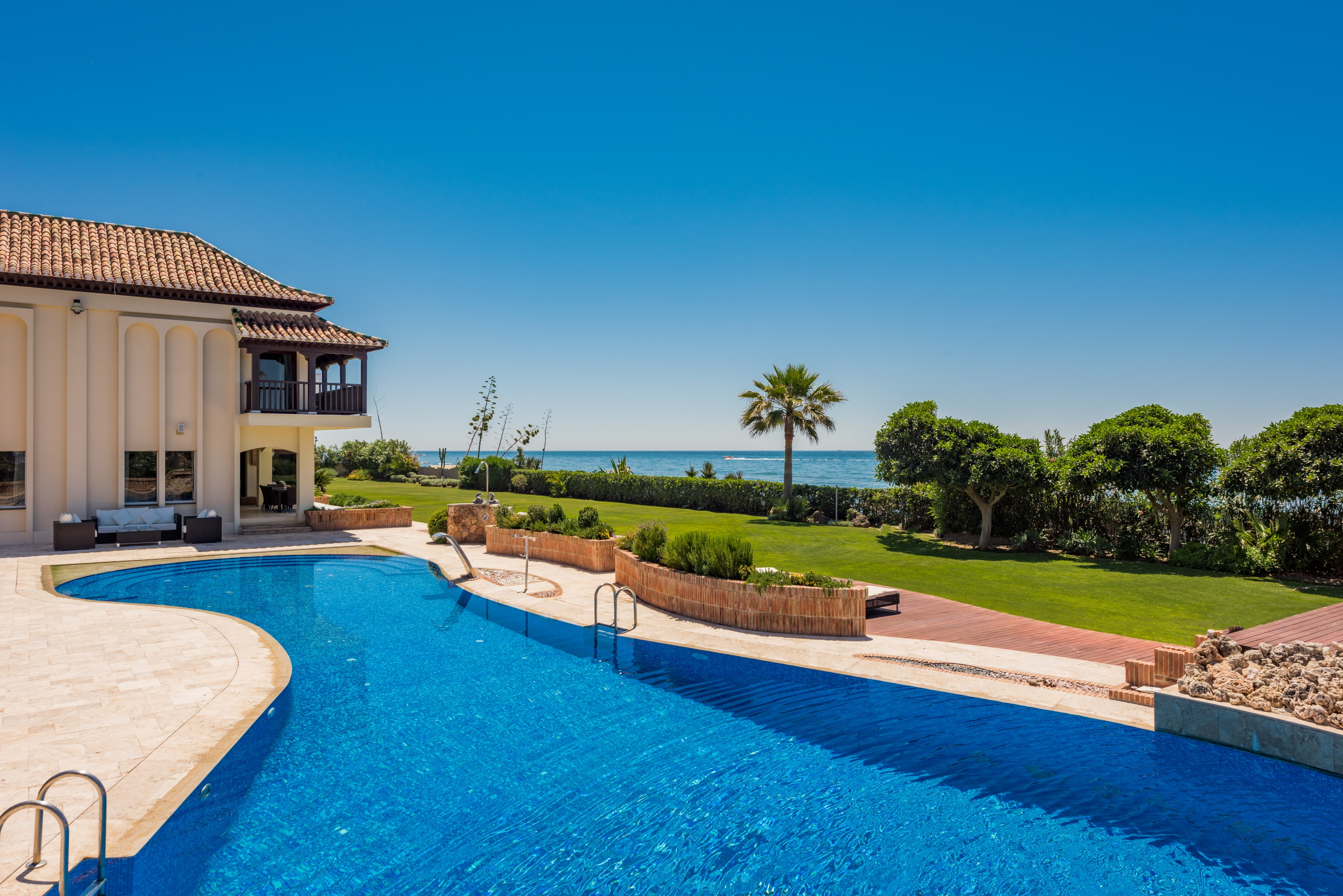 Beachside properties in Marbella