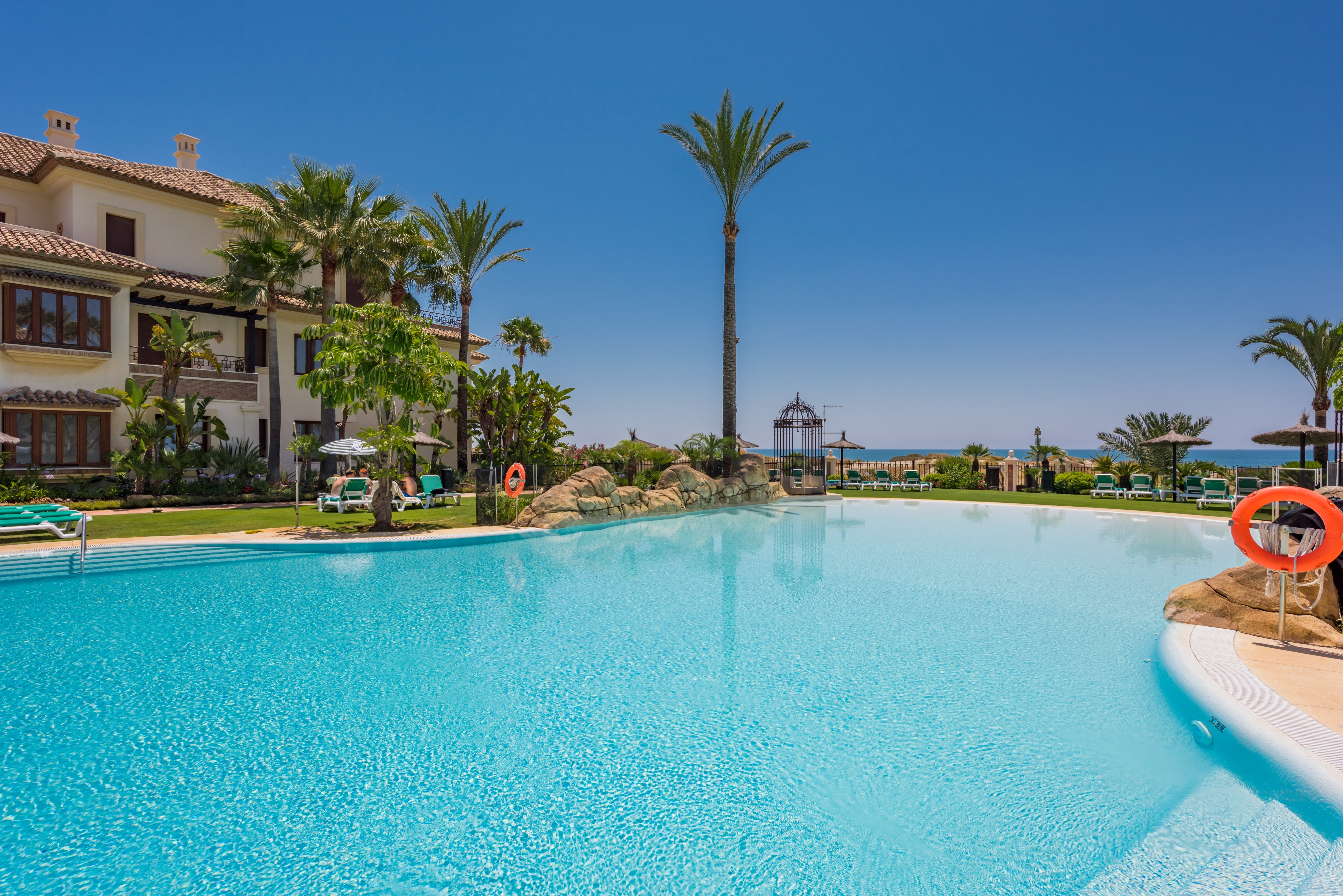 Exceptional 3-bed Beachfront Apartment in Los Monteros Playa