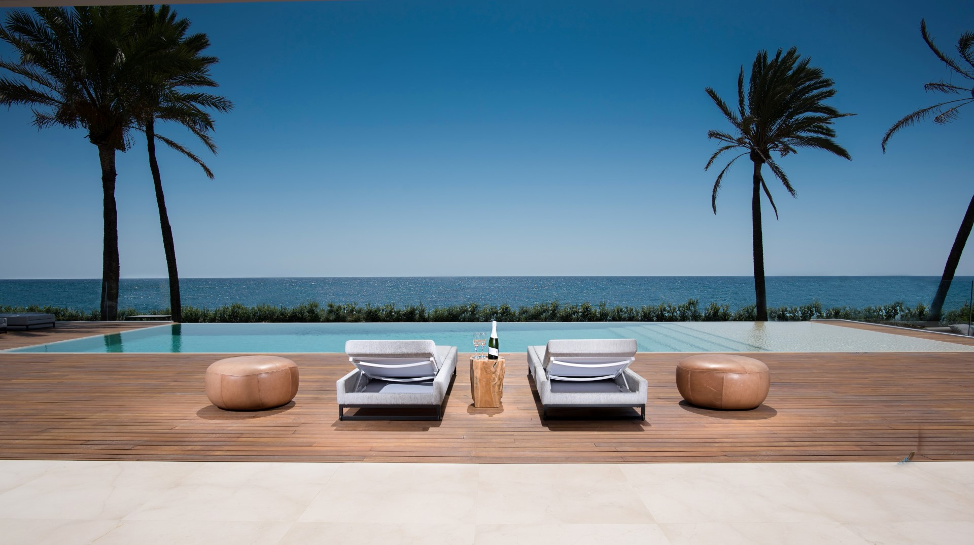 Exceptional beachside villa in the New Golden Mile