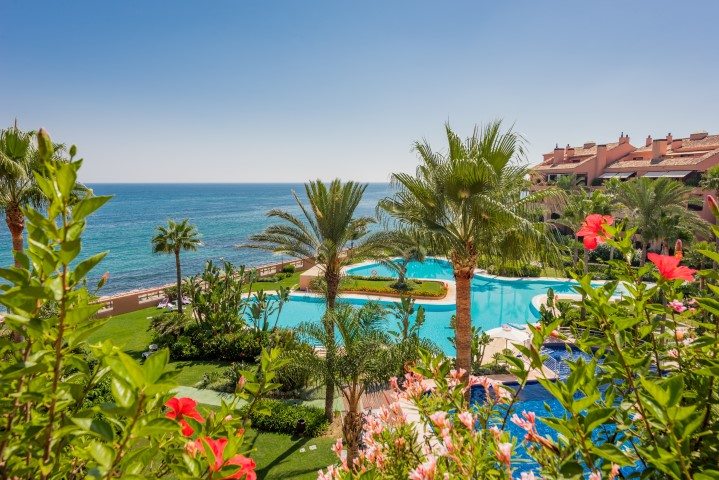 Truly exceptional: Stunning Beachfront Duplex Penthouse in Malibu – Puerto Banus