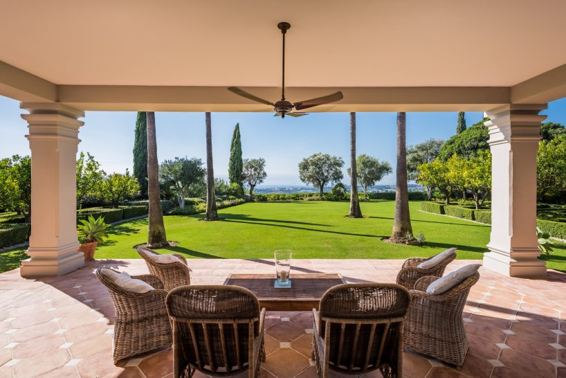 Villa for sale in Marbella Hill Club, Marbella Golden Mile