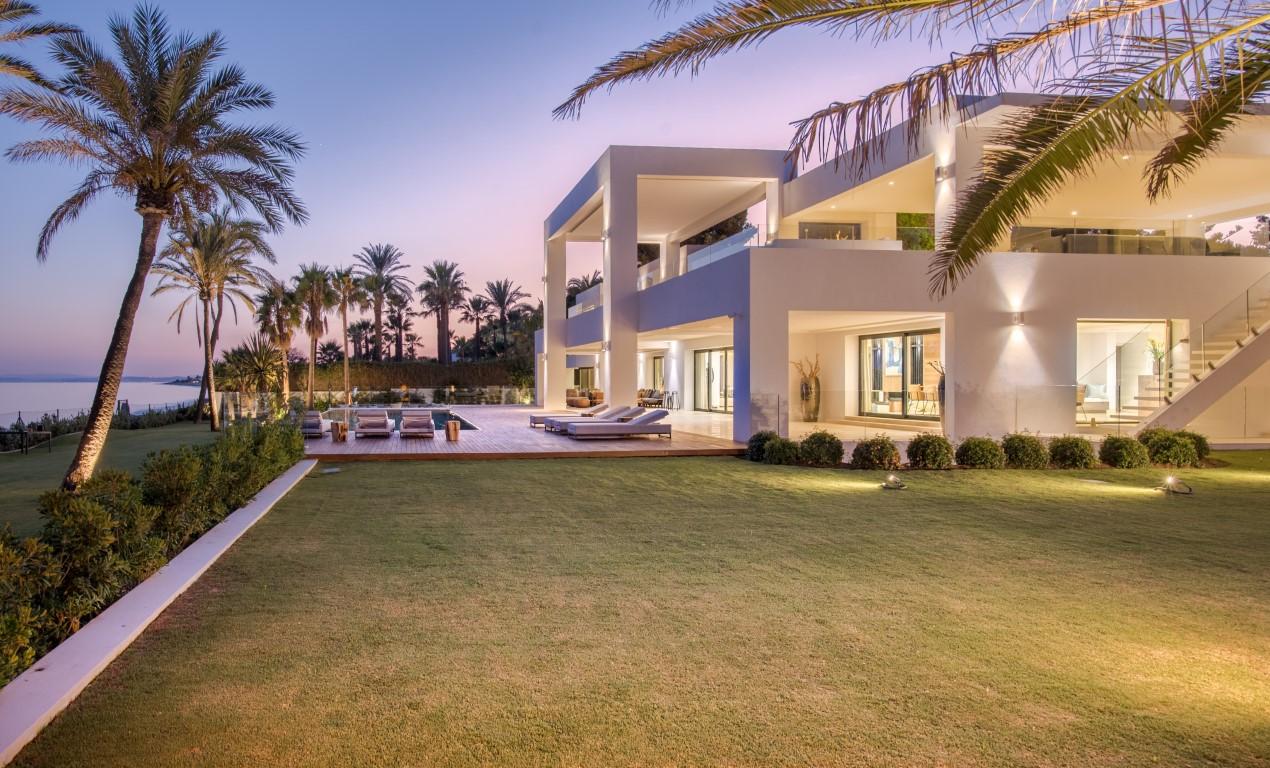 Modern, brand new villas. Move-in ready!