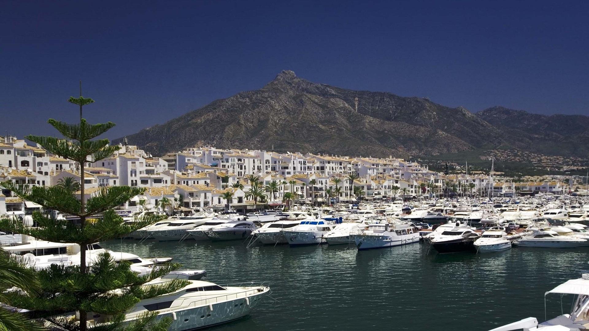 Puerto Banús, glamour clásico en el Mediterráneo