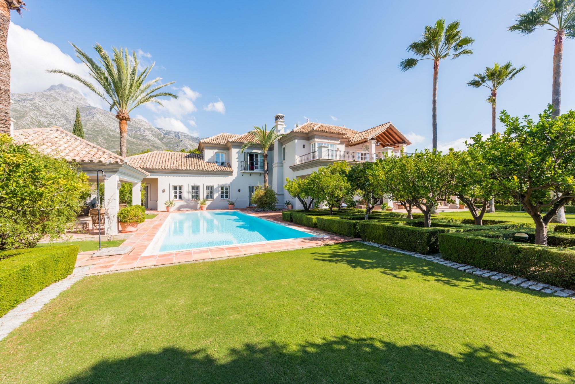 Villa for short term rent in Marbella Hill Club