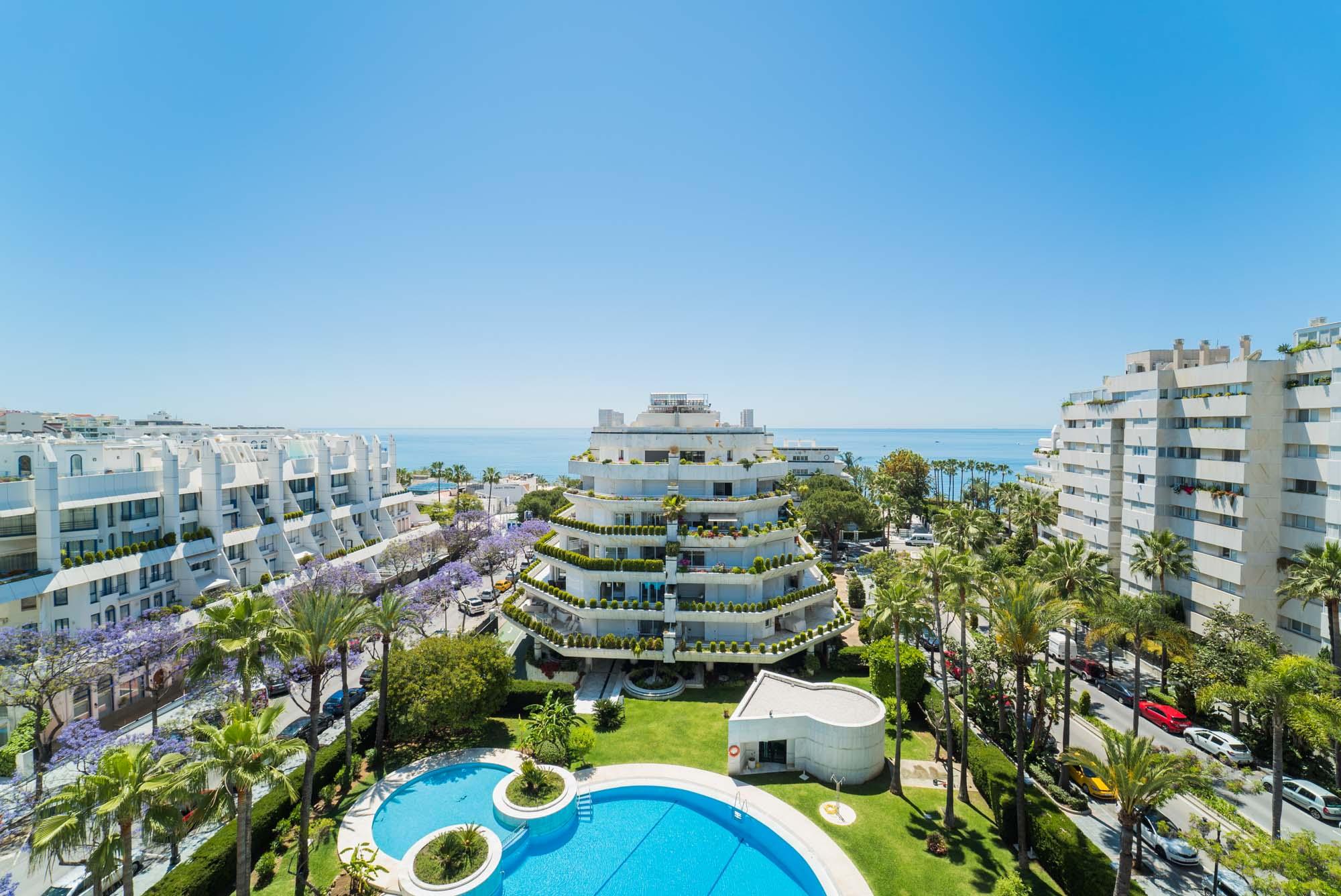 Video y tour virtual de este espectacular ático dúplex en el centro de Marbella