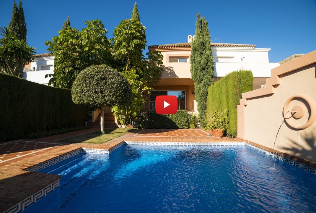 New video: Spacious 4-bed semi detached villa in Marbella's Golden Mile