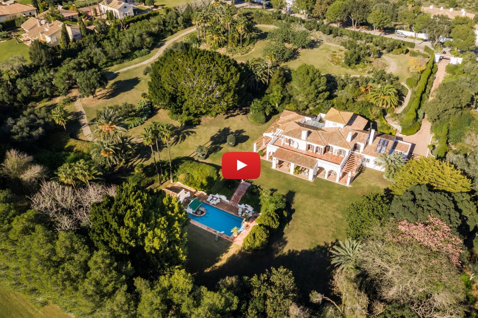 Unique investment and development opportunity: Frontline golf villa and land in Valderrama, Sotogrande