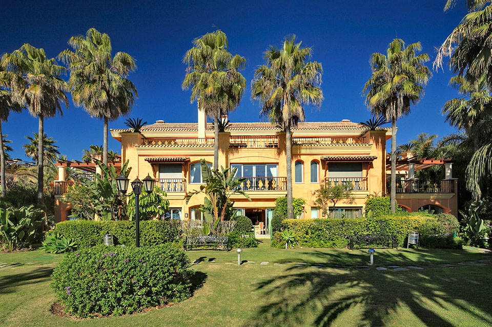 Luxury property in marbella high end villas apartments for Exclusive house